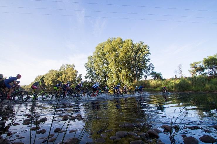 Lead bunch cross river at Transcape MTB Encounter