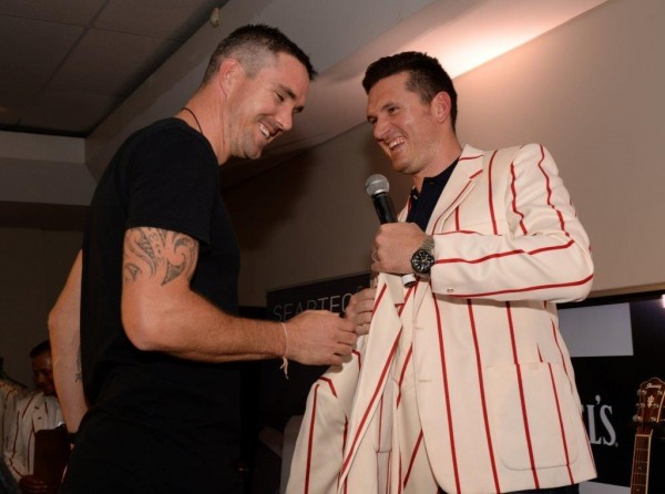 Graeme Smith hands over a Momentum Friendship Blazer at the auction. Photo: Rebecca Hearfield