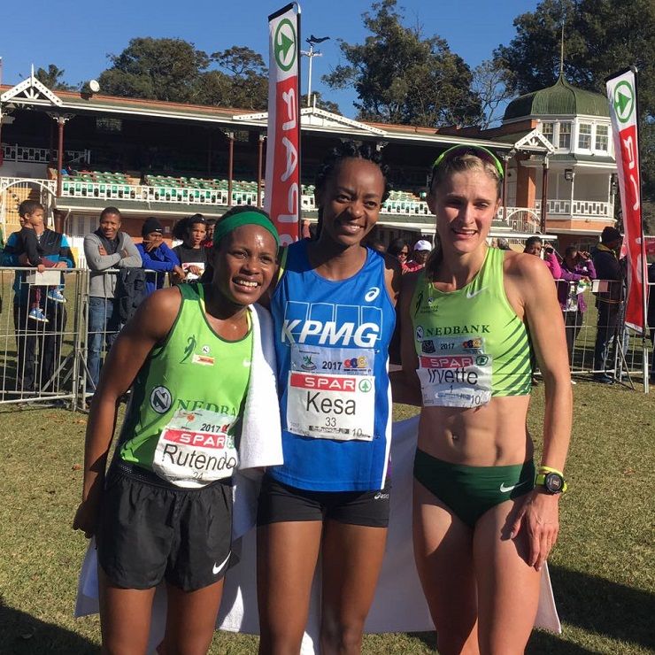 Kesa Molotsane (centre) won the SPAR Women's Challenge in Pietermaritzburg today with Rotendo Nyahora (left) in second and Irvette van Zyl (right) in third