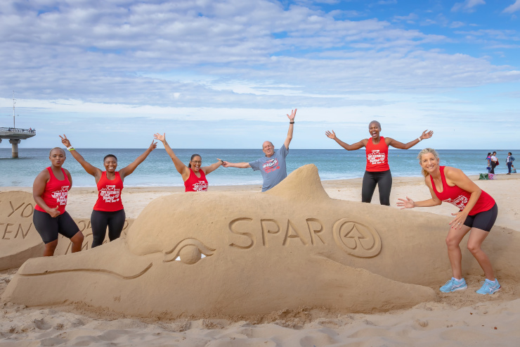 SPAR Eastern Cape promotions and events manager Alan Stapleton (third from the right) has encouraged corporates and schools to make use of the bulk entry option for the Women's Challenge 10km and 5km races in Port Elizabeth on March 21.
